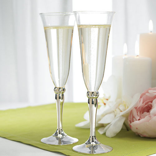 Personalized-Engraved-Wedding-Bride-And-Groom-Champagne-Toasting-Flute-Glasses
